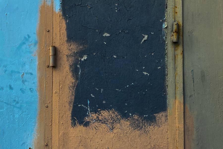 Metal Painted Grunge Doors free texture