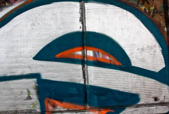 spray graffiti paint