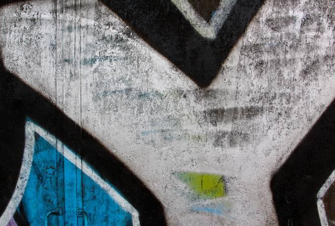 metal graffiti spray