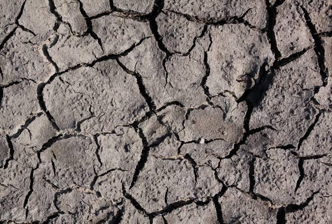 ground mud cracked