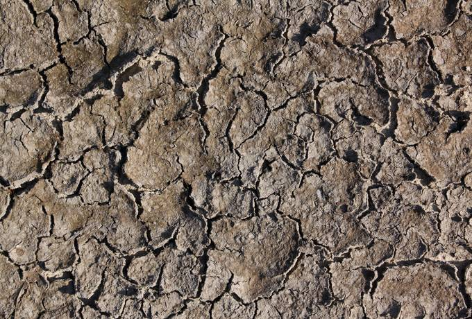 ground cracked mud