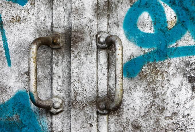 handle metal graffiti