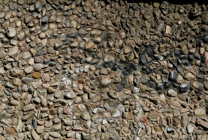 wall pebbles concrete