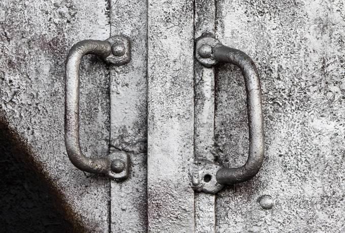 handle metal door
